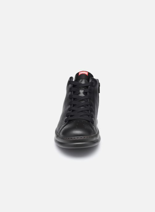 Baskets Camper Runner Four A Noir vue portées chaussures