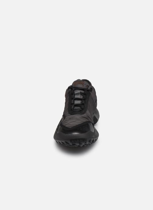 Sneakers Camper CRCLR W Nero modello indossato