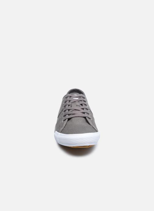 Sneakers TBS Eyrronn Grigio modello indossato