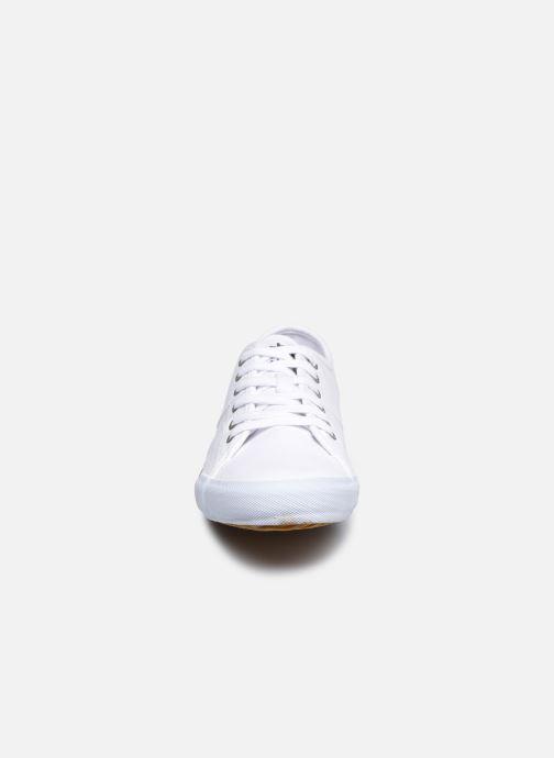 Sneakers TBS Eyrronn Bianco modello indossato