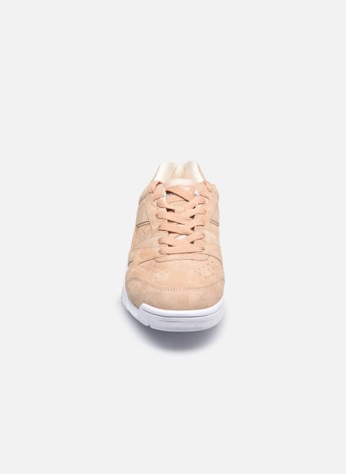 Baskets Diadora Cross Trainer Dx Nub W Beige vue portées chaussures