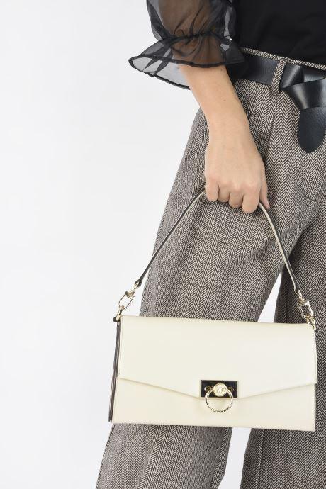 Handtaschen Michael Michael Kors HENDRIX LG POUCHETTE beige ansicht von unten / tasche getragen