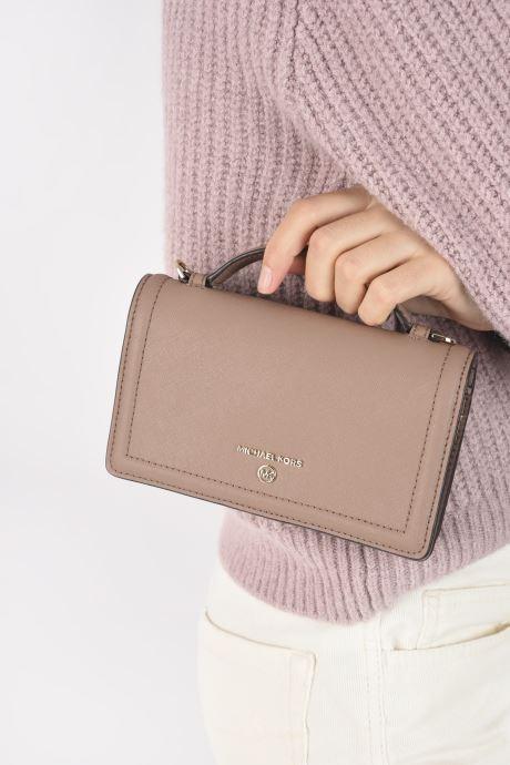 Portemonnaies & Clutches Michael Michael Kors JET SET SM TH PHONE XBODY rosa ansicht von unten / tasche getragen