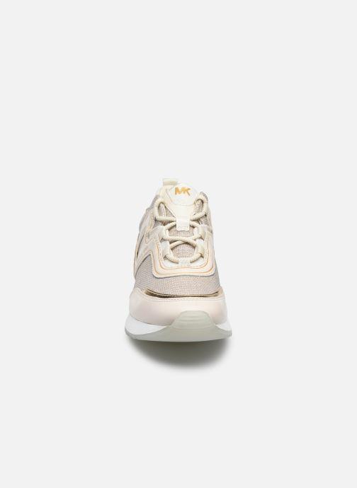 Sneakers Michael Michael Kors PIPPIN TRAINER Beige modello indossato