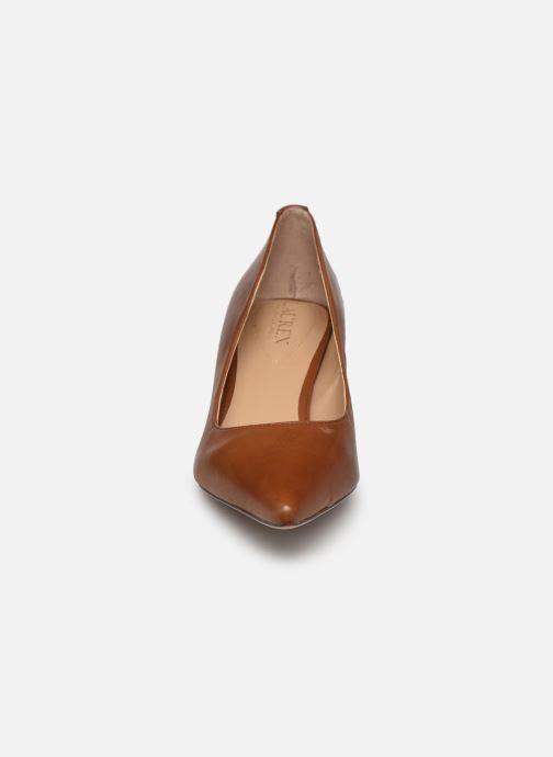 Escarpins Lauren Ralph Lauren ADRIENNE Marron vue portées chaussures