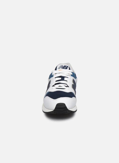 Baskets New Balance ML570 Blanc vue portées chaussures