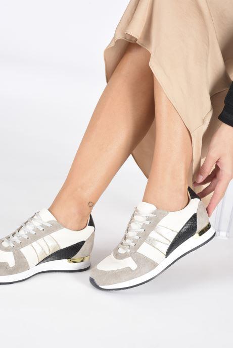 Sneaker San Marina GALATEEN weiß ansicht von unten / tasche getragen