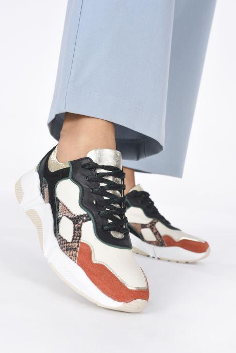 Sneaker San Marina GALADIO weiß ansicht von unten / tasche getragen
