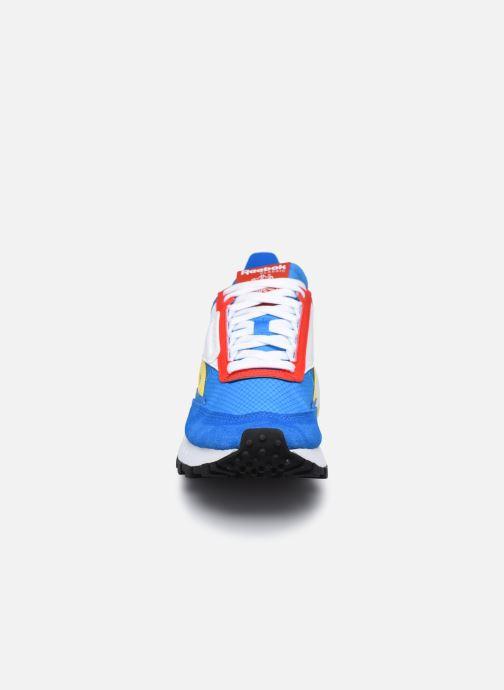 Sneakers Reebok Cl Legacy W Azzurro modello indossato