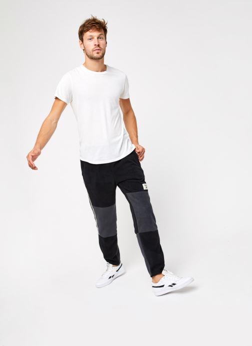 Vêtements Reebok Cl Gp We Trackpant Noir vue bas / vue portée sac