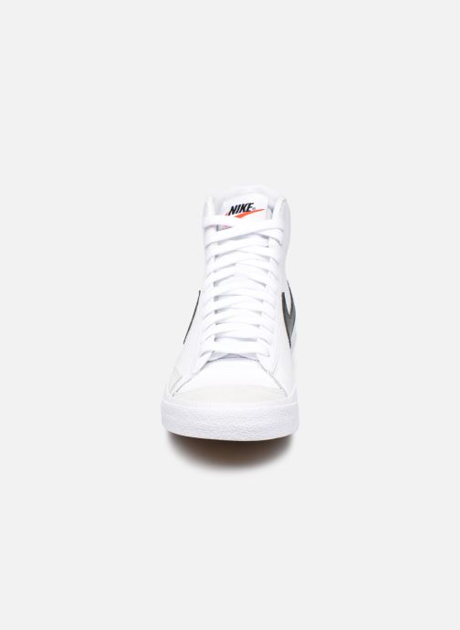 Baskets Nike Nike Blazer Mid '77 (Gs) Blanc vue portées chaussures