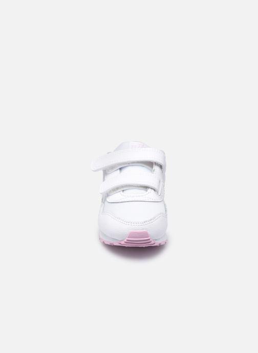 Deportivas Nike Nike Md Valiant Flrl (Tdv) Blanco vista del modelo