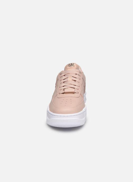 Baskets Nike W Af1 Pixel Beige vue portées chaussures