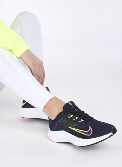 Baskets Nike Wmns Nike Quest 3 Bleu vue bas / vue portée sac