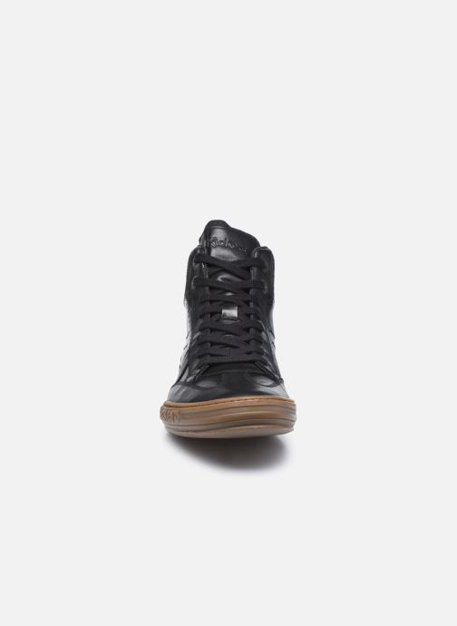 Sneakers Kickers Jirofare Hi Nero modello indossato