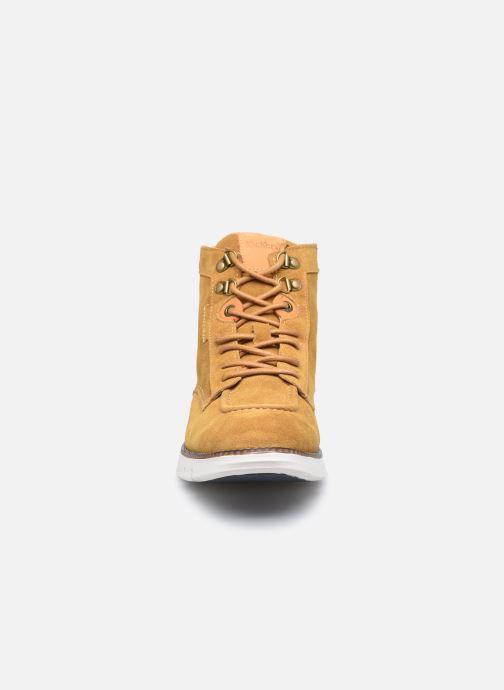 Sneakers Kickers Kicktaina Marrone modello indossato