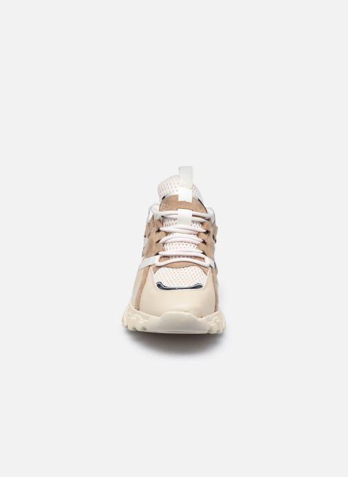 Sneakers Vanessa Wu BK2201 Beige modello indossato