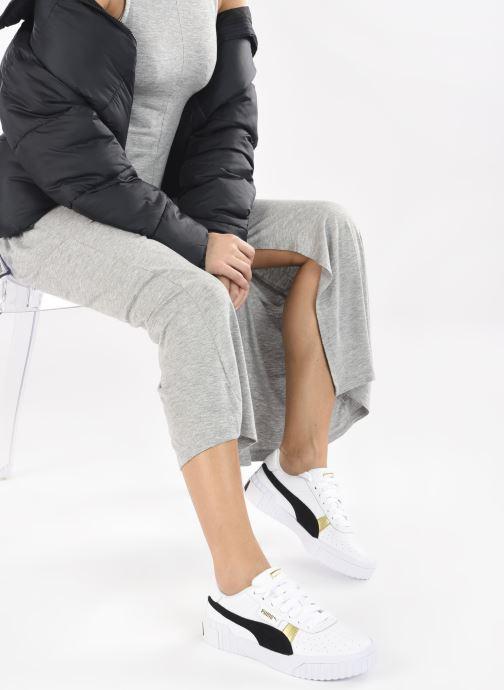 Sneaker Puma Cali Varsity WnS weiß ansicht von unten / tasche getragen