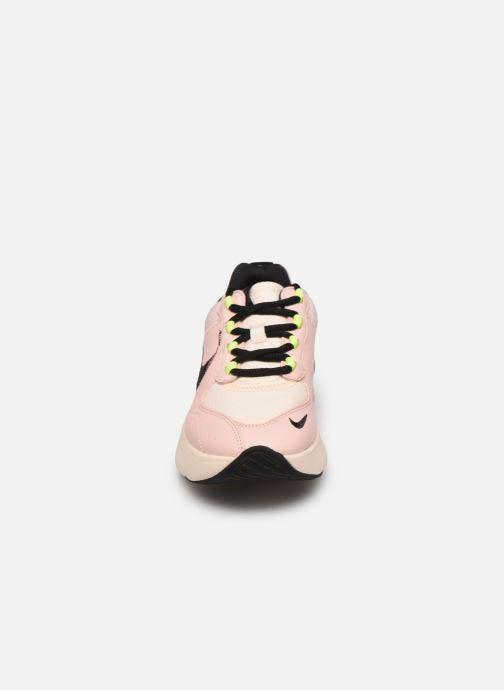 Baskets Nike W Air Max Verona Qs Rose vue portées chaussures