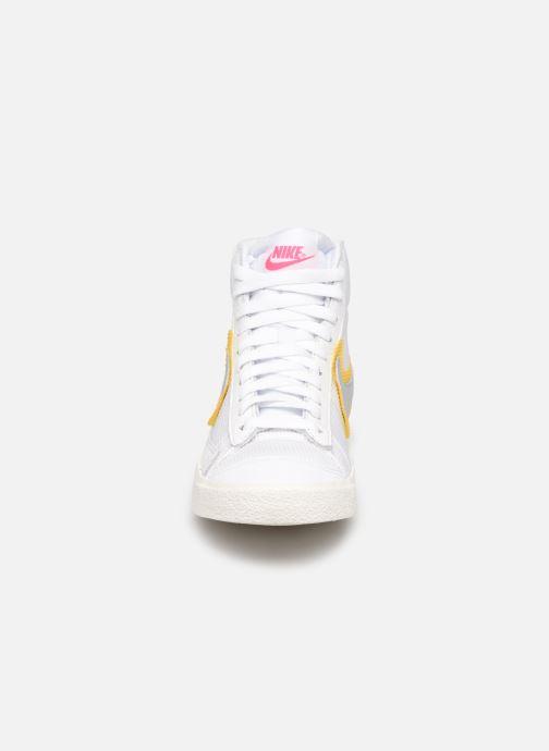 Sneaker Nike Wmns Nike Blazer Mid Vntg '77 weiß schuhe getragen