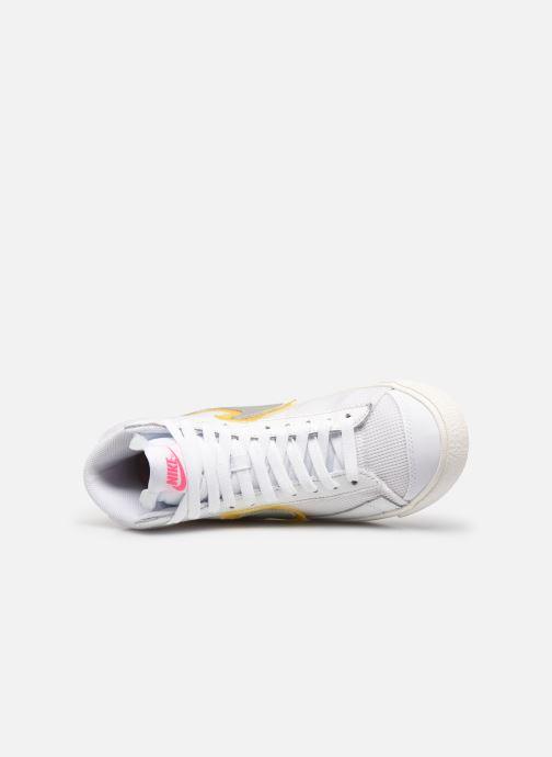 Sneaker Nike Wmns Nike Blazer Mid Vntg '77 weiß ansicht von links