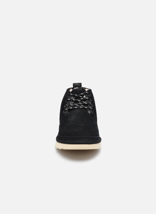 Sneakers UGG Ugg X Nbhd Neumel Nero modello indossato