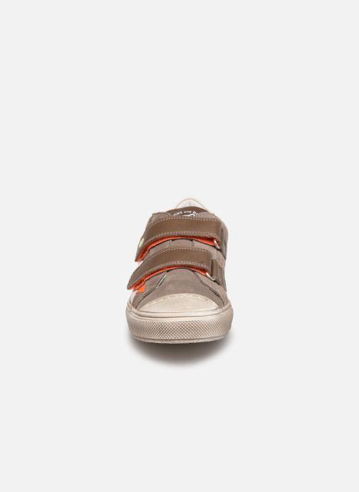 Sneaker Stones and Bones Marro 4347 grau schuhe getragen