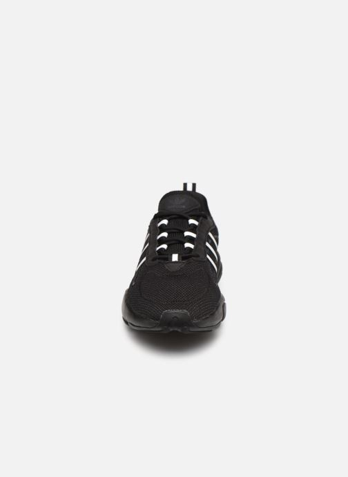 Sneakers adidas originals Haiwee Nero modello indossato