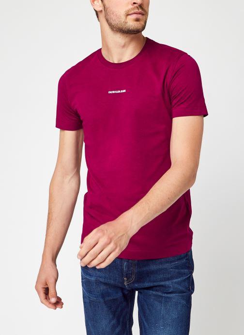 Ropa Calvin Klein Jeans Micro Branding Essential SS Tee Vino vista de detalle / par