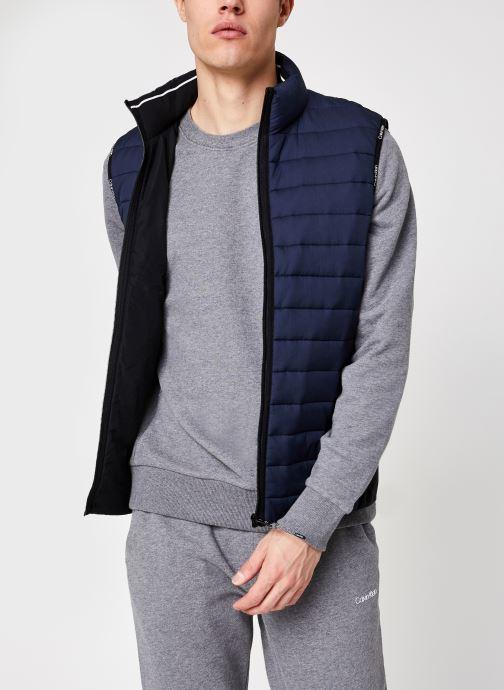 Vêtements Calvin Klein Crinkle Nylon Vest Bleu vue détail/paire