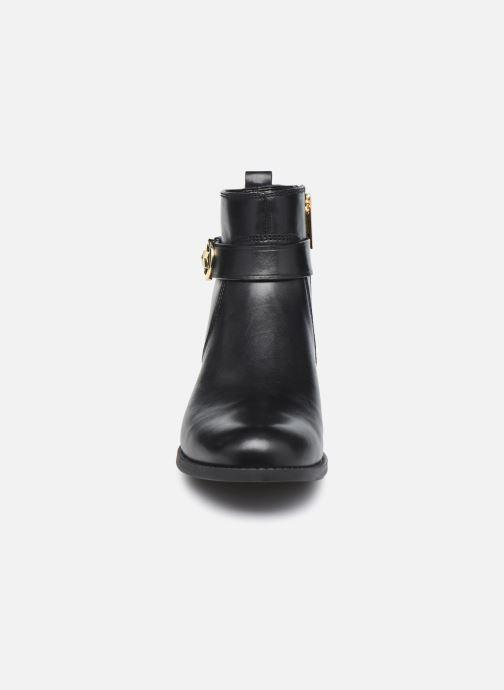 Bottines et boots Michael Michael Kors ABIGAIL FLAT BOOTIE Noir vue portées chaussures