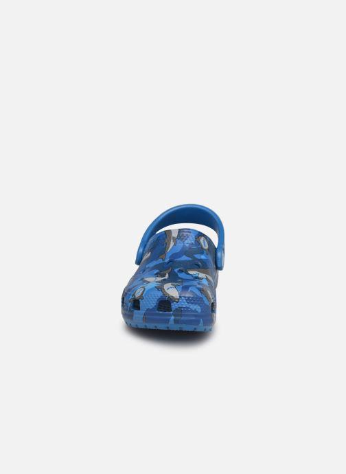 Sandalen Crocs Classic Shark Clog PS blau schuhe getragen