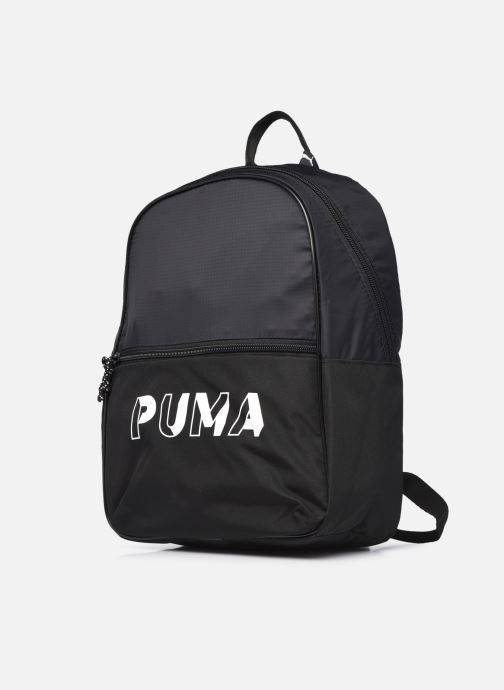 Mochilas Puma Core Base Backpack Negro vista del modelo