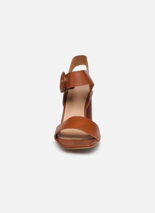 Sandali e scarpe aperte Georgia Rose Jolinna Marrone modello indossato