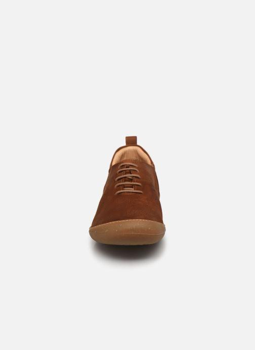Baskets El Naturalista Pawikan N5765 Marron vue portées chaussures