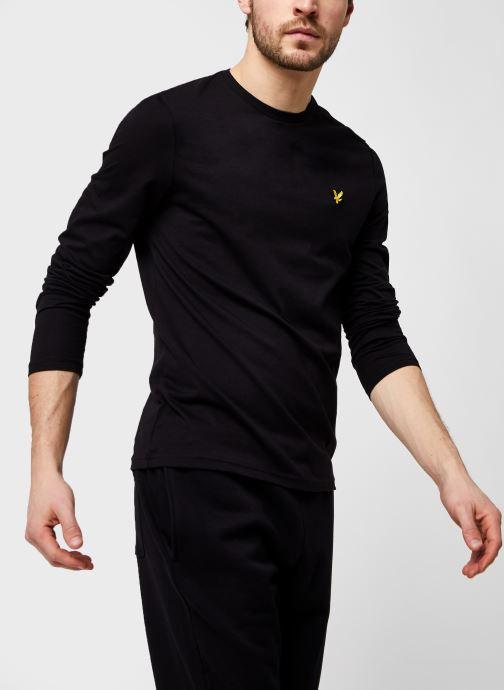 Kleding Lyle & Scott L/S Crew Neck T-shirt Zwart detail