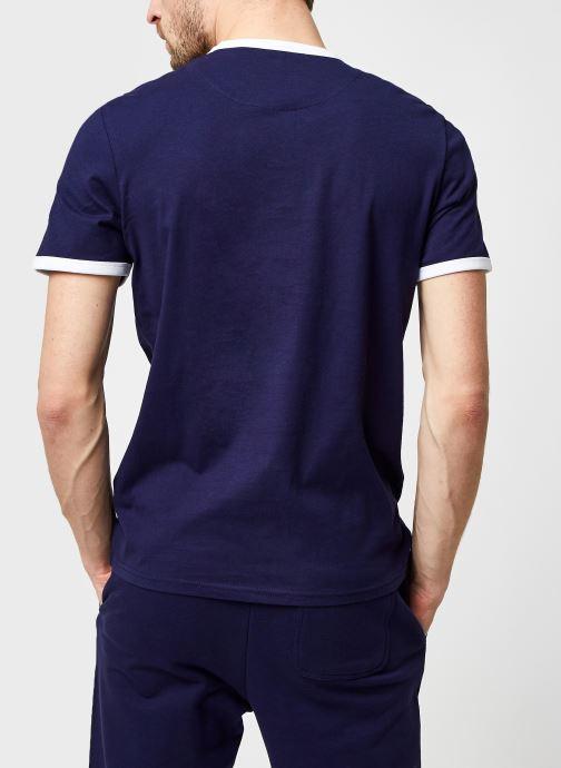 Kleding Lyle & Scott Ringer T-shirt Blauw model