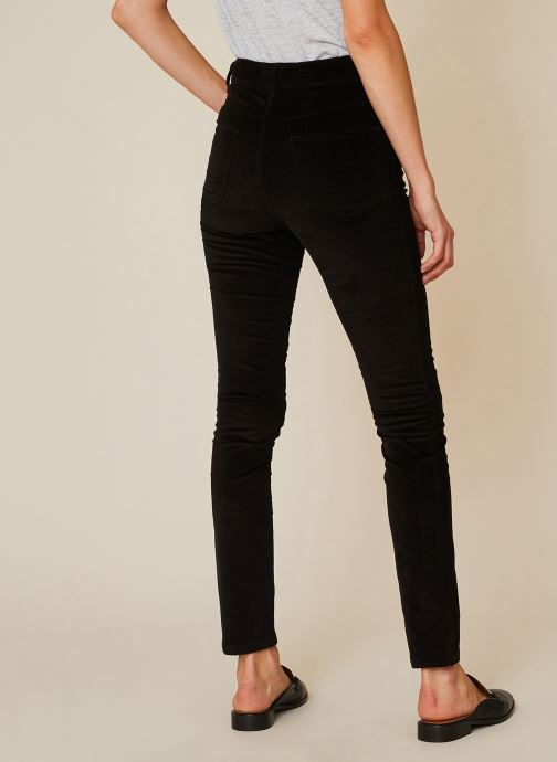 Vêtements Monoprix Femme Pantalon skinny en velours Noir vue portées chaussures