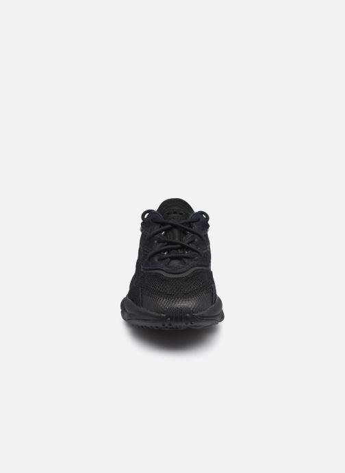 Sneaker adidas originals Ozweego J schwarz schuhe getragen