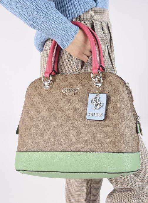 Handtaschen Guess CATHLEEN braun ansicht von unten / tasche getragen