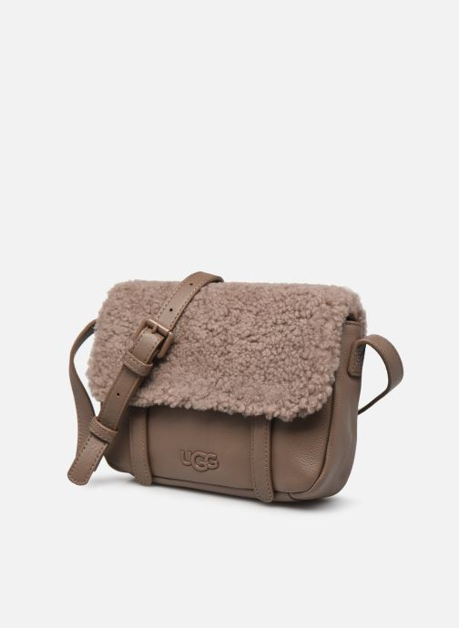 Borse UGG Bia Mini School Bag Leather Marrone modello indossato