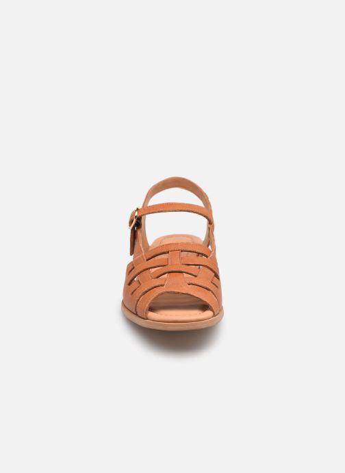 Sandalen Naguisa Manto braun schuhe getragen