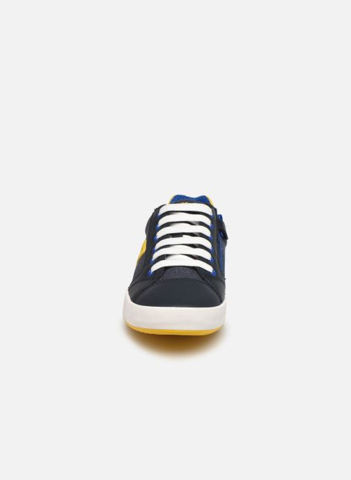 Sneakers Geox J Gisli Boy J155CD Azzurro modello indossato