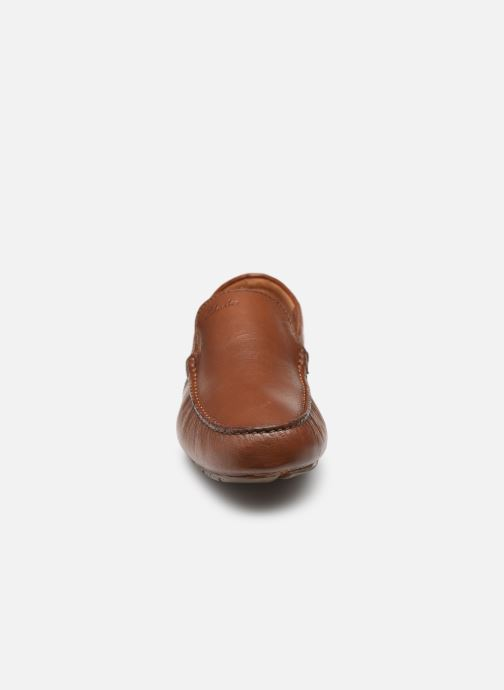 Mocassini Clarks Markman Plain Marrone modello indossato