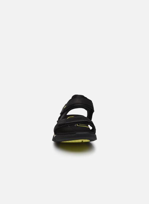 Sandali e scarpe aperte Clarks Unstructured Wave2.0 Jump Nero modello indossato