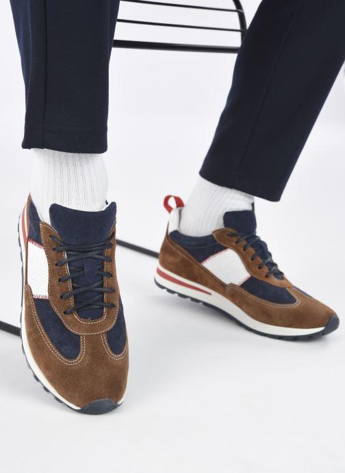 Sneaker Marvin&Co STROND braun ansicht von unten / tasche getragen