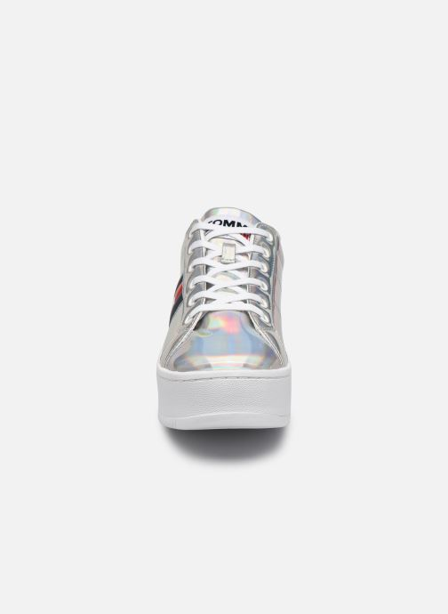 Sneaker Tommy Hilfiger FULLY IRIDESCENT IRONIC SNEAKER silber schuhe getragen