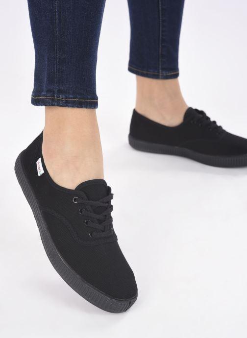 Sneaker Victoria Inglesa Lona Piso W schwarz ansicht von unten / tasche getragen