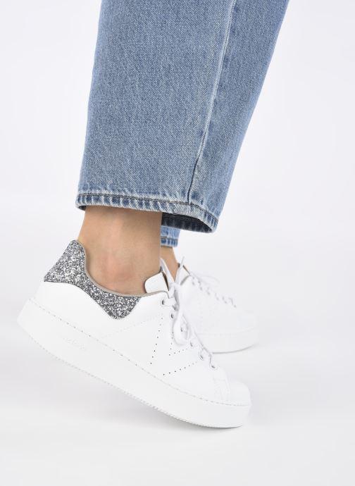 Sneaker Victoria Utopía Vegana Glitter W grau ansicht von unten / tasche getragen