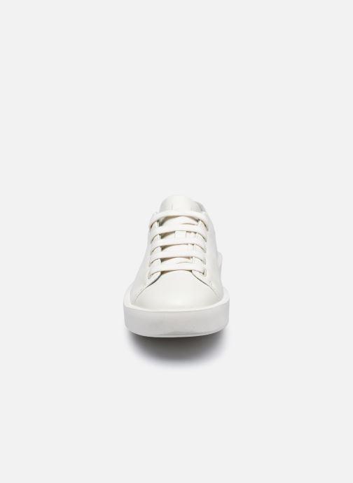 Sneakers Camper Courb K201175 Bianco modello indossato